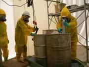 電動ポンプによるドラム缶への油移し替え作業1